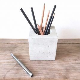 Het Noteboompje cementen potje pot cement veren wooninrichtig woonaccessoires pennenbak pennenbakje stationery beton betonnen
