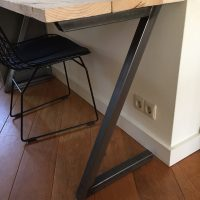 bureau bureautje buro burootje bureaus bureau's buro's tafel tafeltje gebruikt steigerhout metaal buis staal profiel gelast industrieel stoer het noteboompje
