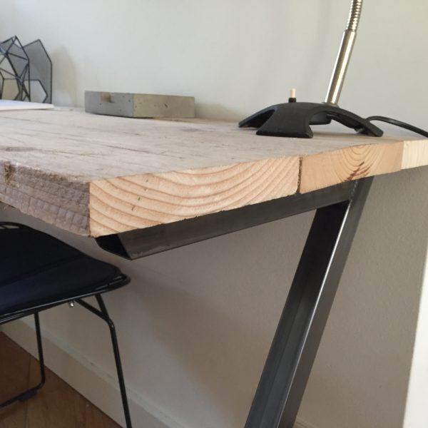 Bureau van steigerhout en onbehandeld metaal z poten 140 for Bureau van steigerhout maken