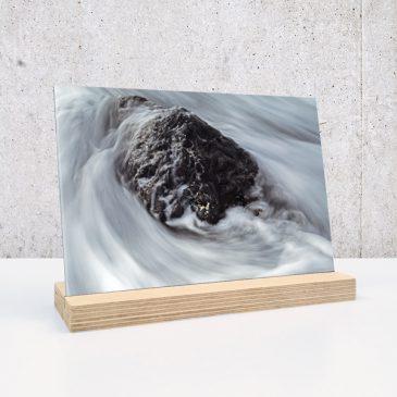 steen rots in de branding water op plexiglas print op plexiglas foto op glas print op acrylaat acrylaatprint, foto op acryl acrylfoto foto op glas, glasfoto foto op plexiglas foto op kunststof foto op plastic acrylprint glasprint plexiglasprinthet noteboompje