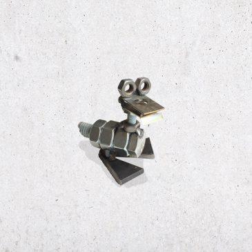 metalen eend scrap metal bout bouten moer moeren dier diertje het noteboompje