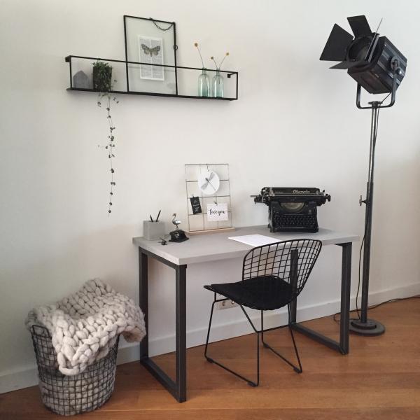 O-poten bureau bureautje buro burootje bureaus bureau's buro's tafel tafeltje gebruikt steigerhout metaal buis staal profiel gelast industrieel stoer het noteboompje