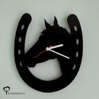 Klok wandklok hout paard paarden paardenhoofd paardenkop hoofd hoefijzer paardensport paardrijden lasersnijder lasercutter plexiglas acrylaat zwart stil uurwerk het noteboompje