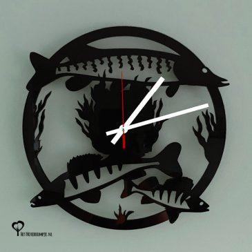 Klok wandklok plexiglas acrylaat zwart roofvis roofvissen roofvisser snoek snoekbaars baars lasersnijder lasercutter stil uurwerk het noteboompje