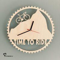 Klok racefiets timetoride time to ride wielrennen cycling hout lasersnijder lasercutter berken berkenhout stil uurwerk het wandklok noteboompje