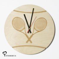 klok wandklok tennis tennisbal tennisracket tennisrackets lasergraveren lasergraveerderhout lasersnijder lasercutter berken berkenhout stil uurwerk het wandklok noteboompje