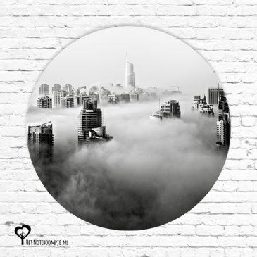 muurcirkel muurcirkels wandcirkel wandcirkels tuincirkel tuincirkels muur wand cirkel rond rondje afbeelding schilderij schutting poster tuin skyline stad uitzicht stad in de wolken wolkenkrabber mist urban zwartwit zwart wit zwart-wit het noteboompje