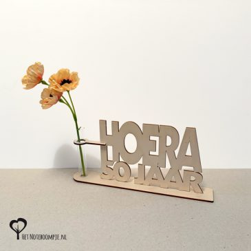 Hoera 50 jaar Cadeau verjaardag Abraham Sara Sarah kado kadootje cadeautje met reageerbuis vaas vaasje bloem bloemmetje snoep snoepjes het noteboompje