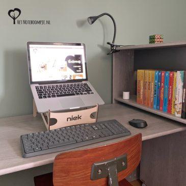 Houten laptopstandaard met naam (gepersonaliseerd) laptop steun laptopsteun hout thuiswerken kantoor aan huis laptoponderwijs kado cadeau het noteboompje