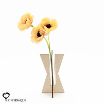 zandloper vaasje mini vaas cadeau kado kadootje reageerbuis reageerbuisje bloem bloemetje hout houten berken het noteboompje